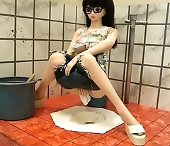 Doll in Chinese toilet ドールがトイレで。figure・hentai 人形LOVE