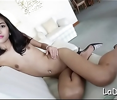 Thai t-girl gives a oral job