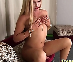 Masturbating transsexual gaping her asshole