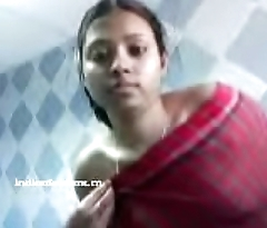 Desi Girl strips her dresses in bathroom (new)