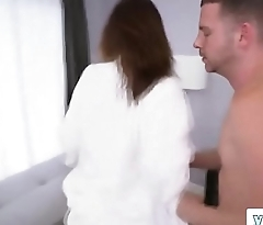 Big booty brunette jumping shaking ass for hardcore session with long dick