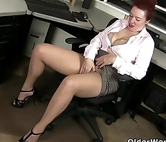 American milf Jessica unleashes her hidden horniness