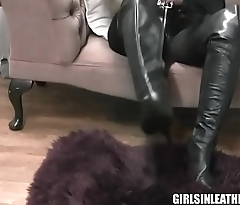 Busty babe fingers pussy in latex boots